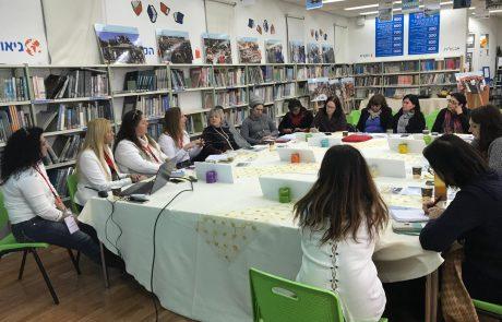 בכירי האקדמיה ומשרד החינוך הגיעו לביקור בחולון ללמוד איך קולטים מורים חדשים במערכת החינוך